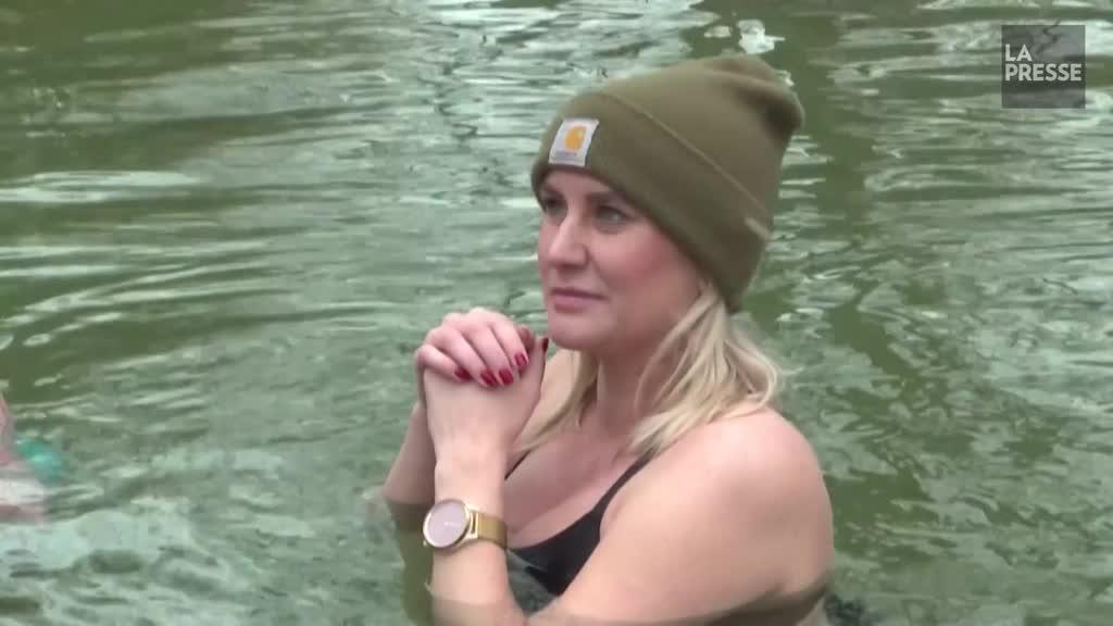 Des Munichois se jettent dans l'eau glacée