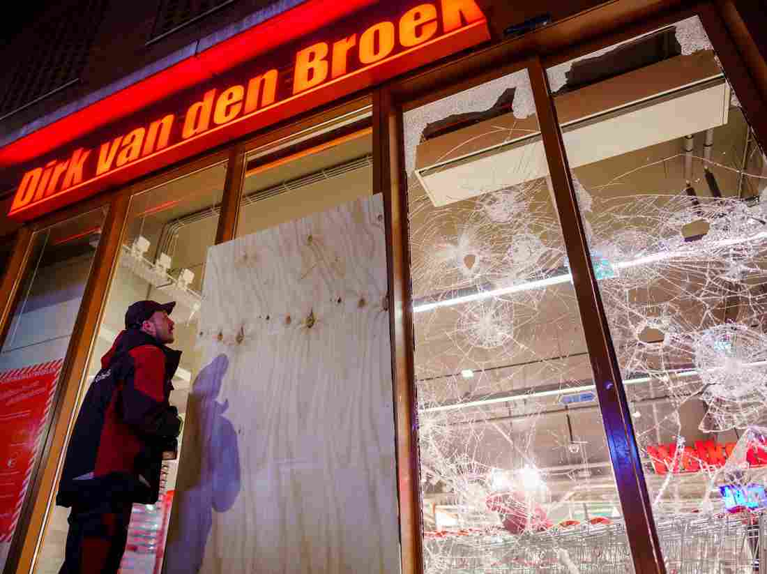 Pays-Bas : le couvre-feu maintenu malgré les émeutes