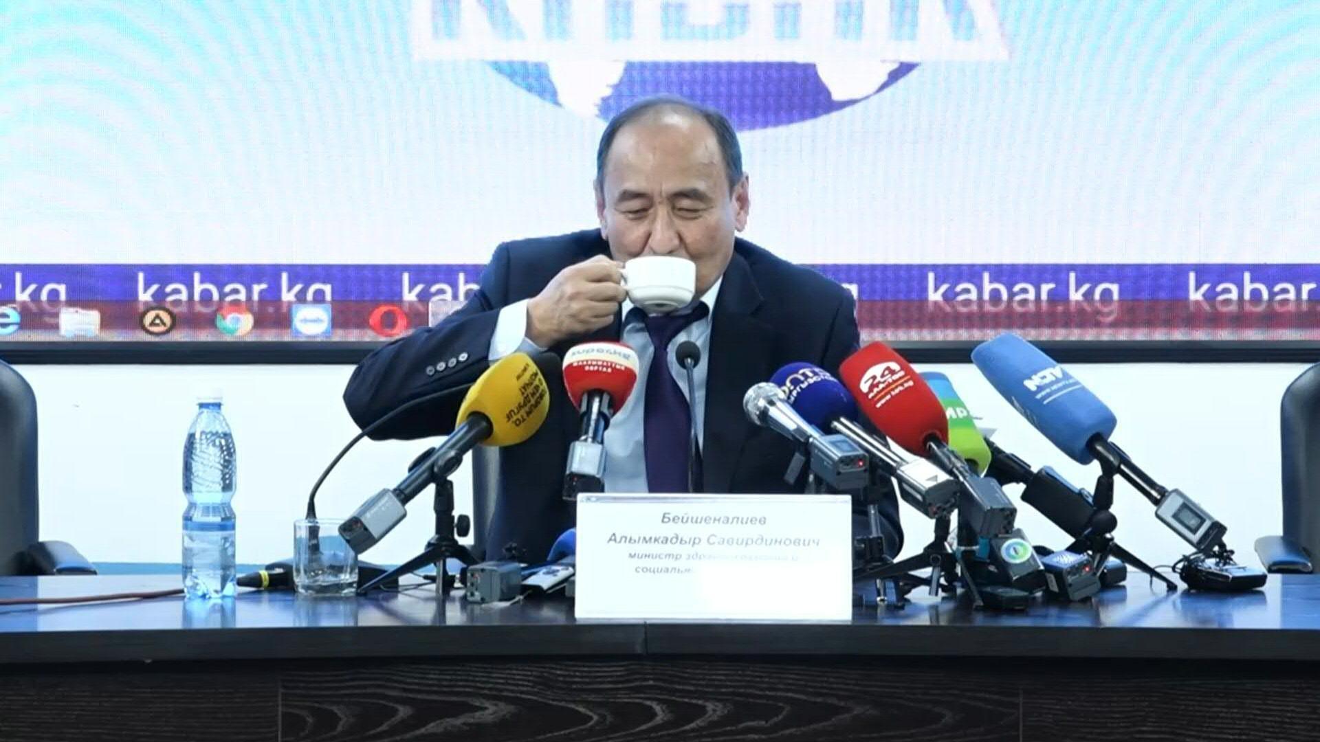 Le Kirghizstan promeut une racine toxique pour guérir de la COVID-19