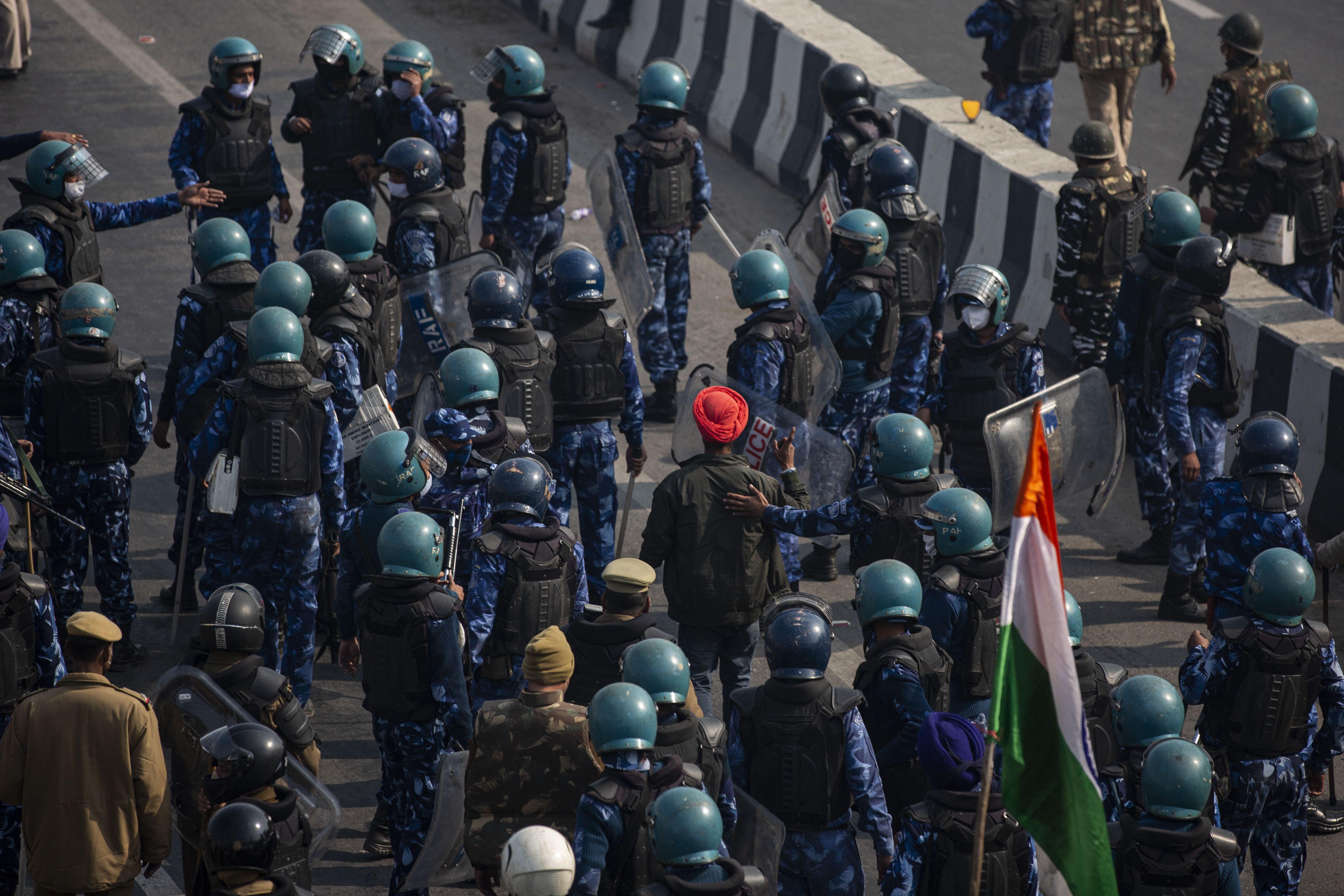 Heurts entre agriculteurs et policiers en Inde en marge de la fête nationale