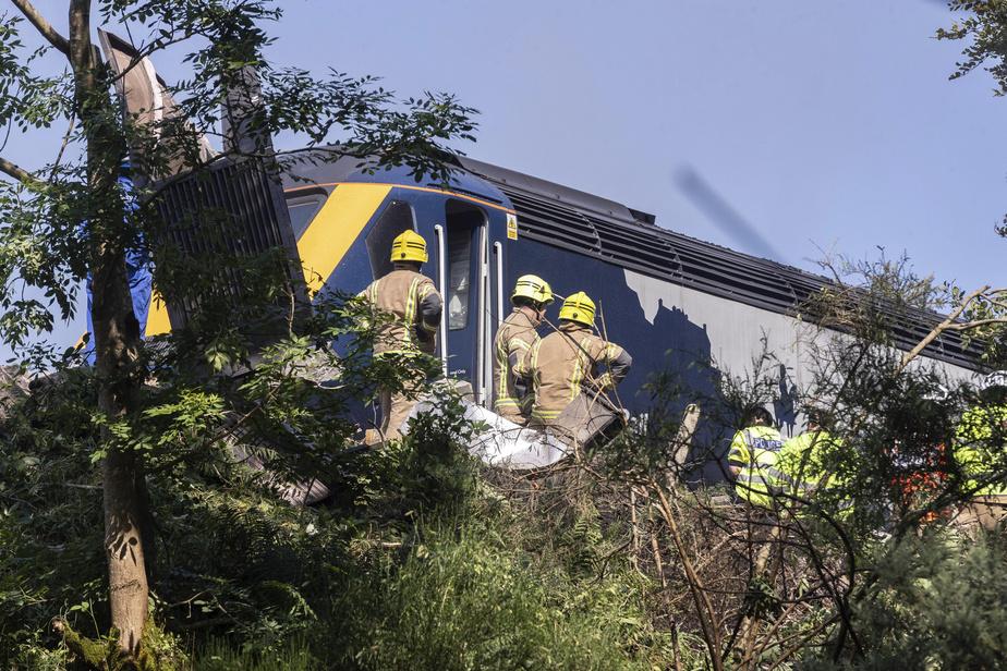 Un déraillement de train fait trois morts en Écosse