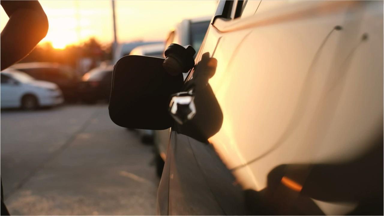 Le prix de l'essence chute à 0,76 $ le litre à Montréal