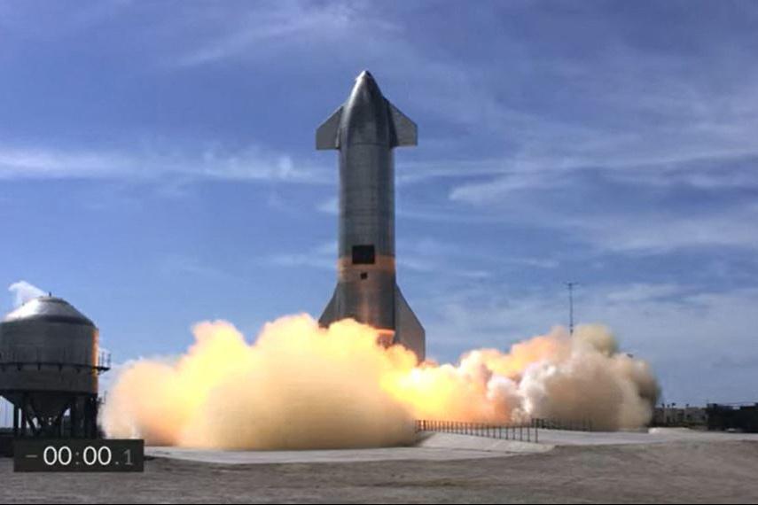 Une fusée SpaceX réussit son atterrissage, puis explose