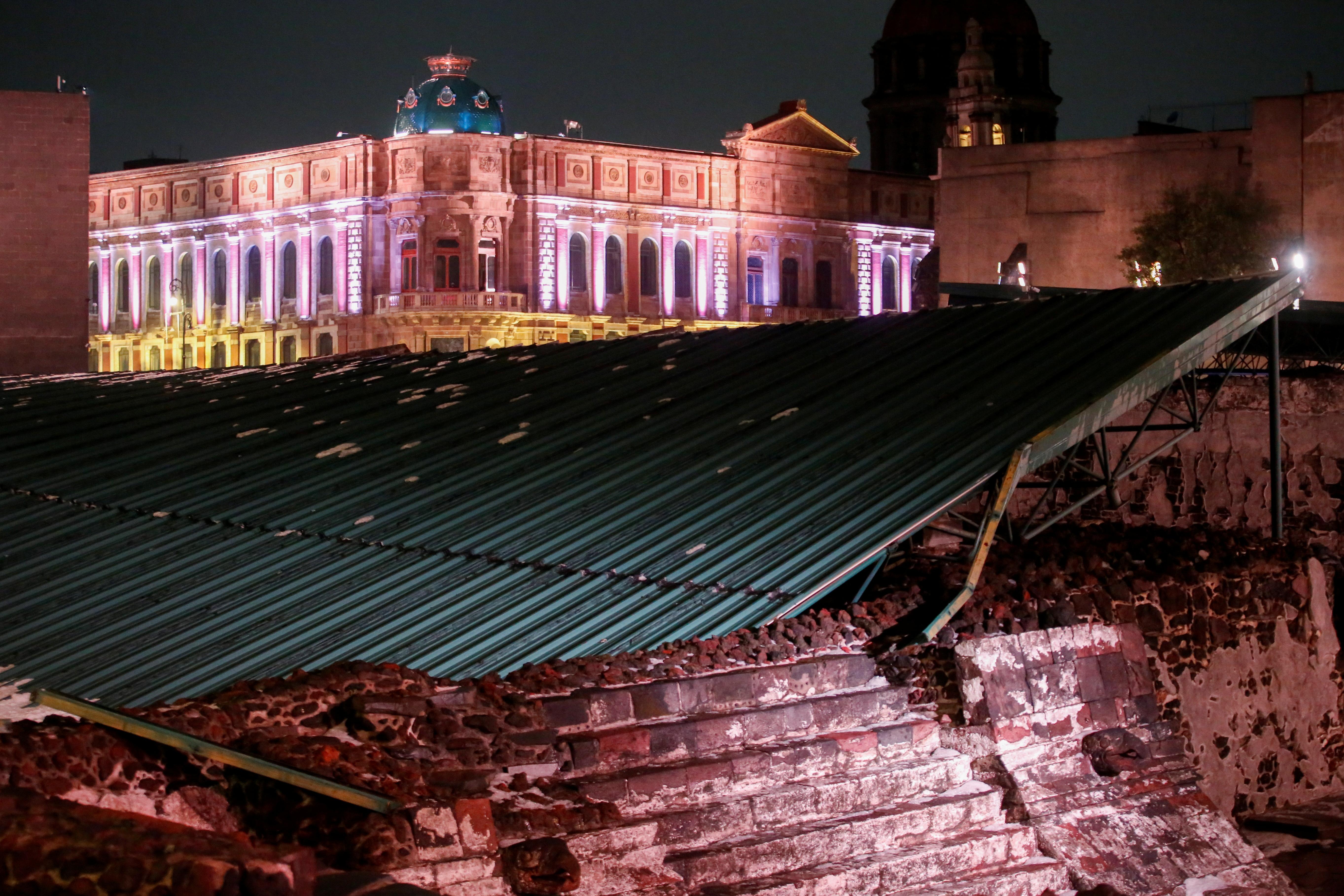 Effondrement de la toiture du Grand Temple de Mexico